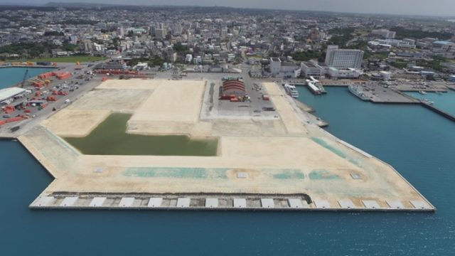 平良港(漲水地区)岸壁(-7.5m)(改良)(耐震)外1件上部工事